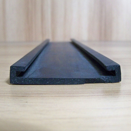 Extruded-NBR-rubber-extrusion-for-car-bus-truck-tank-sealing9dca17239f4ff0ee.jpg